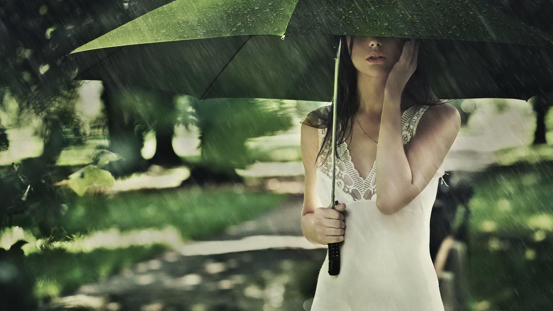 Жёстко трахается под дождём смотреть онлайн hd предложить